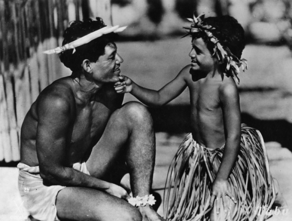Matahi (Matahi) getting cheered up by a little boy.