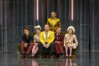 The cast of Liebesgeschichten und Heiratssachen during the play.
