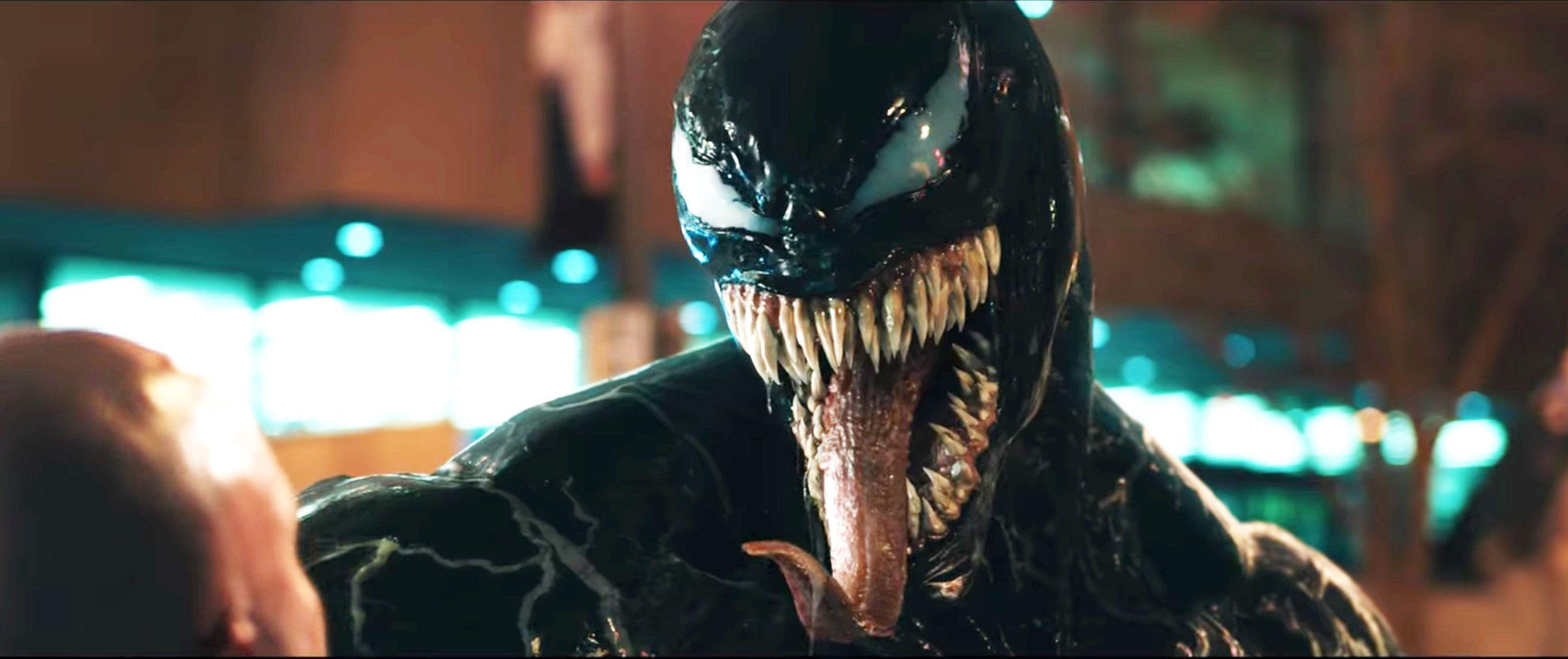 The alien Venom (Tom Hardy).