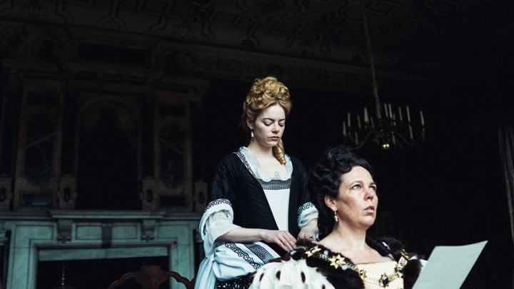 Emma Stone and Olivia Colman in the film.