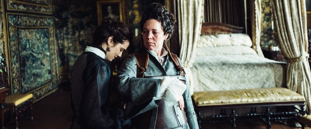 Rachel Weisz and Olivia Colman in the film.