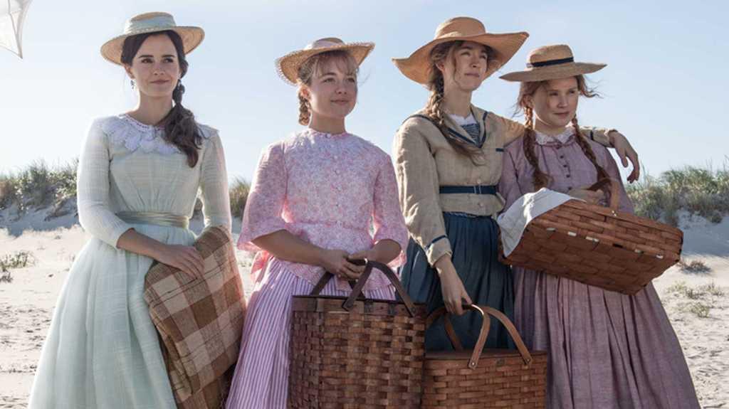 The four Marsh girls (Saoirse Ronan, Emma Watson, Florence Pugh, Eliza Scanlen) at the beach.