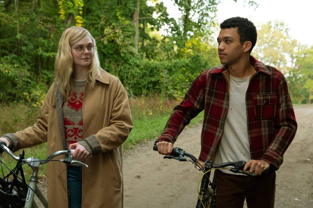 Violet (Elle Fanning) and Finch (Justice Smith) with their bikes.