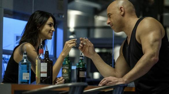 KT (Eiza González) and Ray (Vin Diesel) having a drink together.
