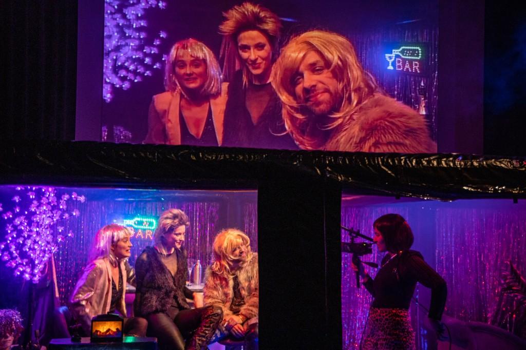 Marlene-Sophie Haagen, Fabian Raabe, Carolin Wiedenbröker, Tara Afsah on stage