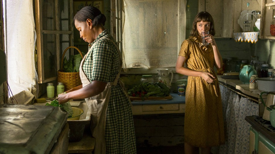 Florence (Mary J. Blige) and Laura (Carey Mulligan) in the kitchen together.