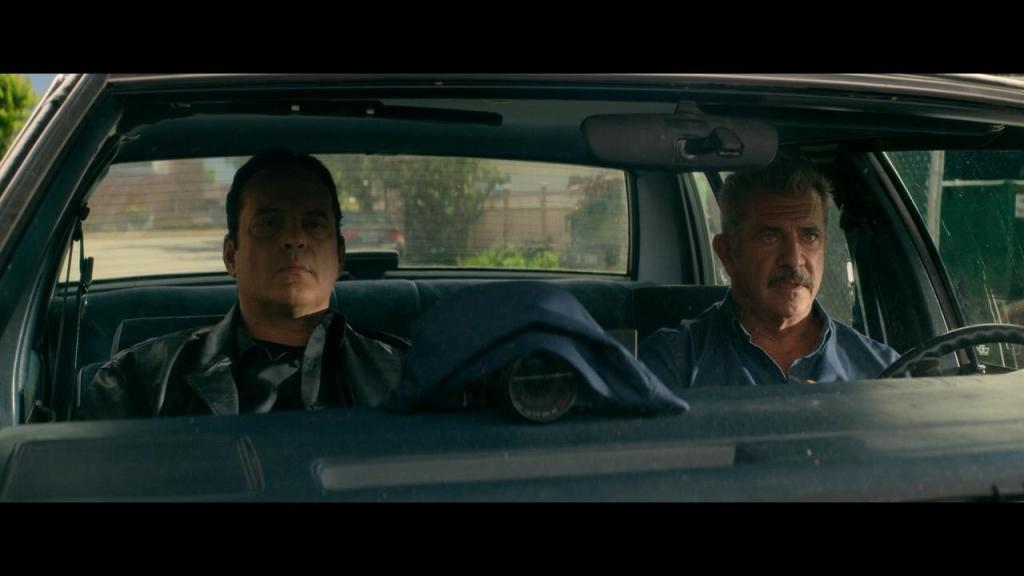 Anthony Lurasetti (Vince Vaughn) and Brett Ridgeman (Mel Gibson) in a car.