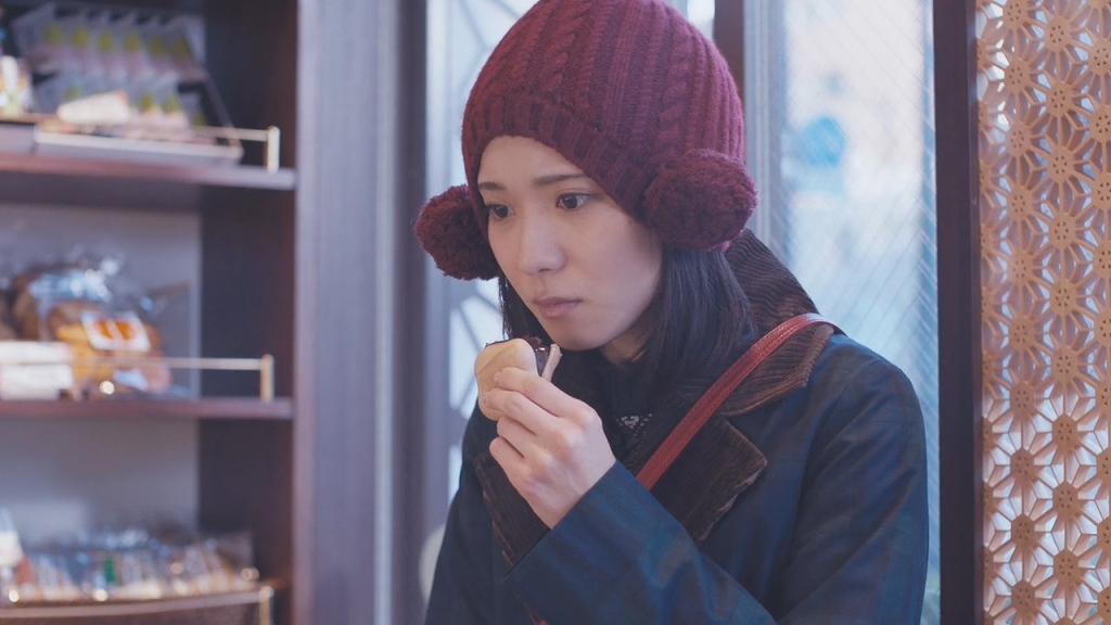 Yoshika (Mayu Matsuoka) in a bakery.