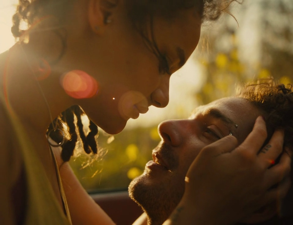 Star (Sasha Lane) leaning in close to Jake (Shia LaBeouf).
