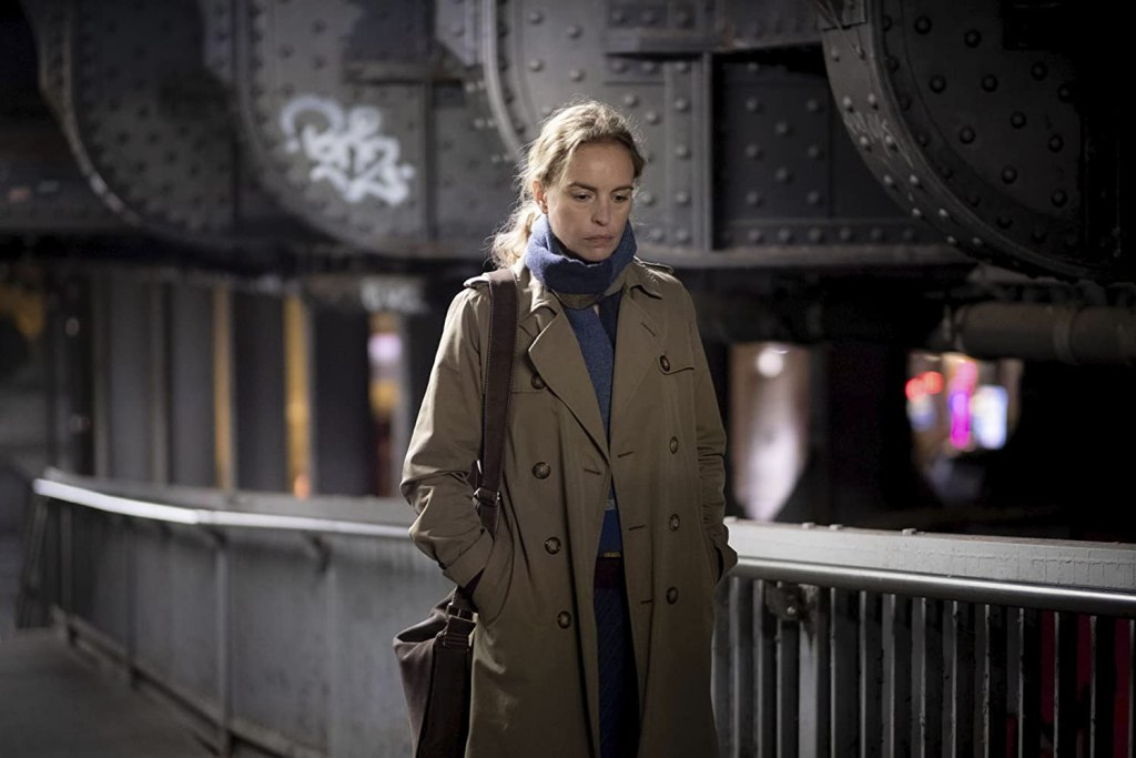Anna (Nina Hoss) walking through the street.