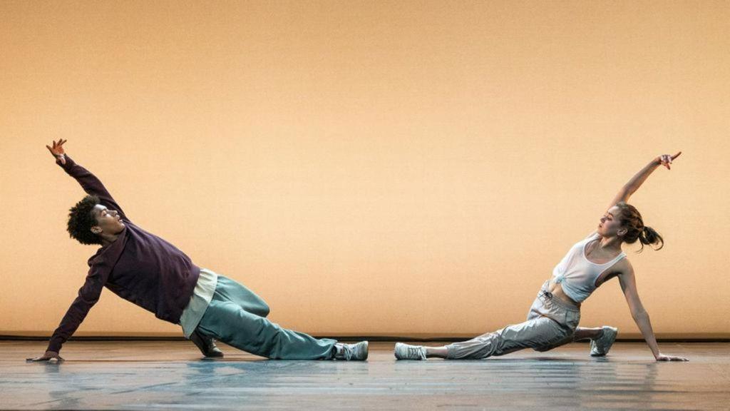 Katya (Alexandra Pfeifer) and Marlon (Yalany Marschner) at the audition, dancing together.