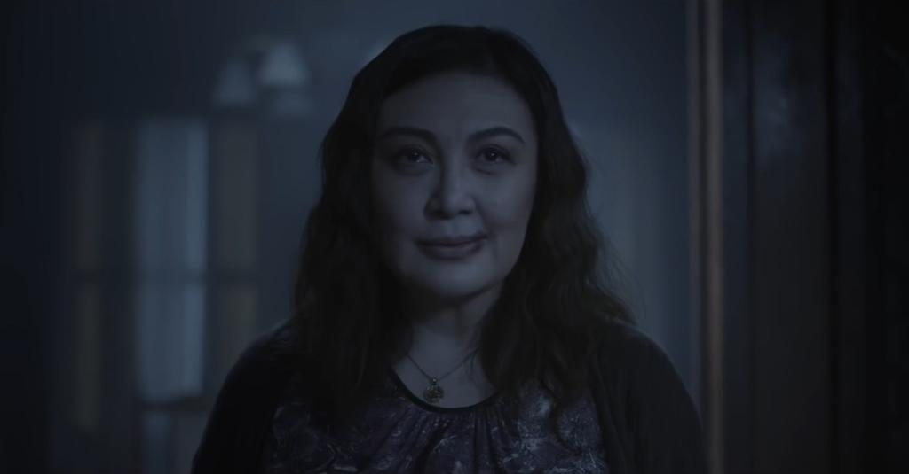 Rebecca (Sharon Cuneta) smiling creepily.