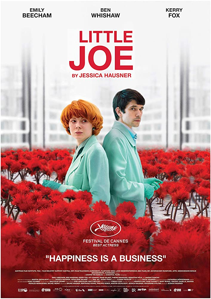 The filmposter showing Alice (Emily Beecham) and Chris (Ben Whishaw) stadning in a laboratory full of red flowers.