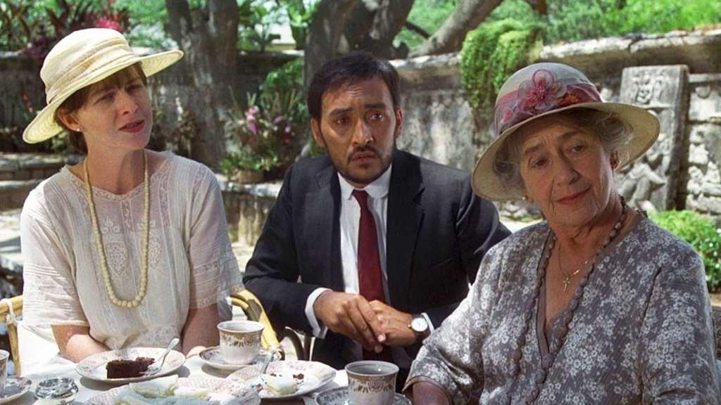 Adela (Judy Davis), Aziz (Victor Banerjee) and Mrs Moore (Peggy Ashcroft) having coffee together.