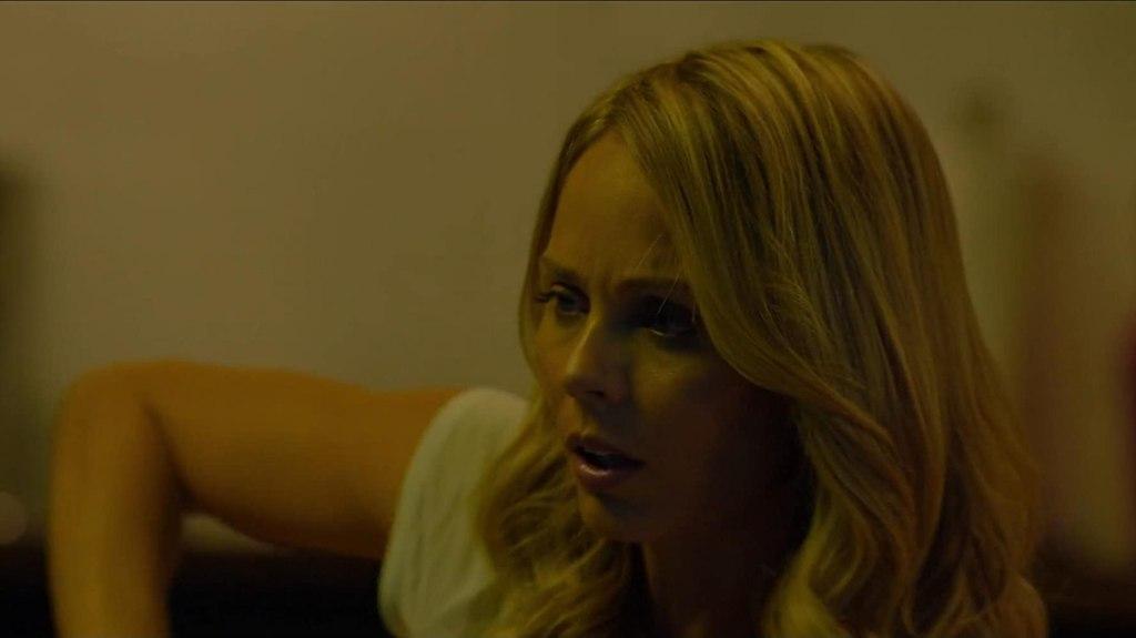 Rose (Laura Vandervoort) looking distraught.