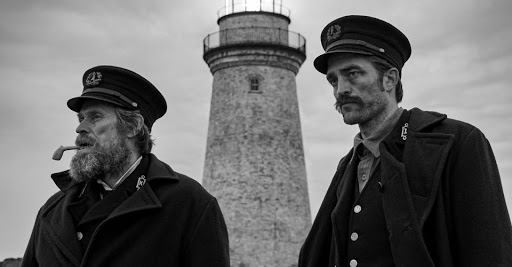 Thomas Wake (Willem Dafoe) and Ephraim Winslow (Robert Pattinson) in front of the lighthouse.