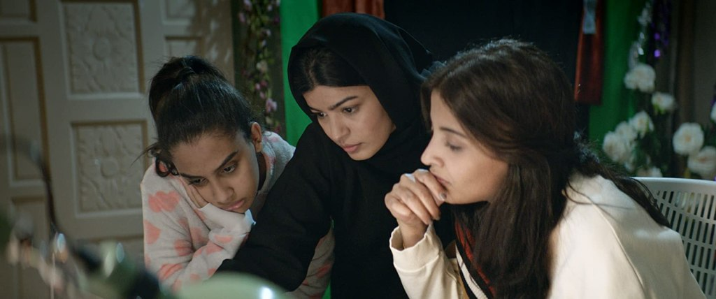 Maryam (Mila Al Zahrani) working on her campaign with her sisters Selma (Dae Al Hilali) and Sara (Nora Al Awad).