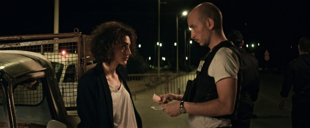 Selma (Goshifteh Farahani) at a traffic stop with police officer Naim (Majd Mastoura).