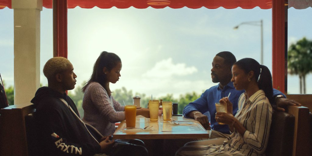 Ronald (Sterling K. Brown) and his wife Catherine (Renée Elise Goldsberry) eating in a diner with the kids Tyler (Kelvin Harris Jr.) and Emily (Taylor Russell).