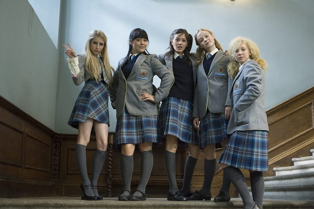 Poppy (Emma Roberts) and her girls (Kimberley Nixon, Juno Temple, Sophie Wu, Linzey Cocker).
