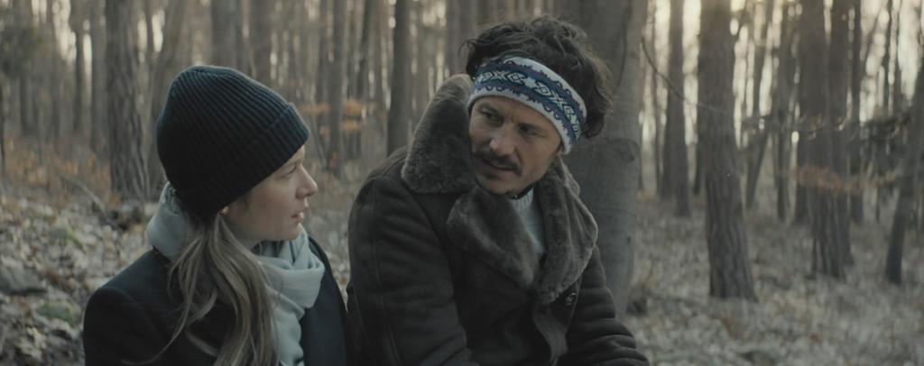 Helene (Julia Jentsch) talking to Jakob (Manuel Rubey) in the forest.