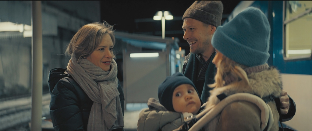 Helene (Julia Jentsch) greeting Pavel (Tambet Tuisk), his wife Eugenia (Lena Tronina) and their baby at the train station.