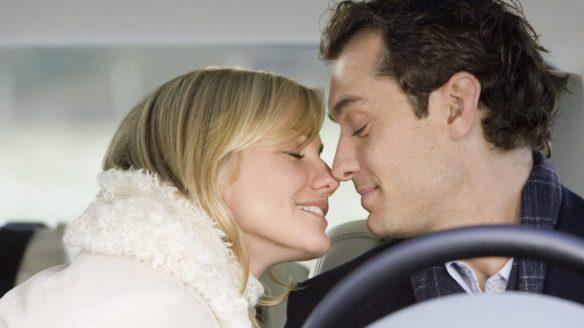 Amanda (Cameron Diaz) leaning close to kiss Graham (Jude Law) in his car.