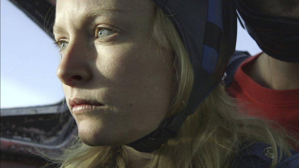 Anne (Deragh Campbell) gettig ready to parachute.