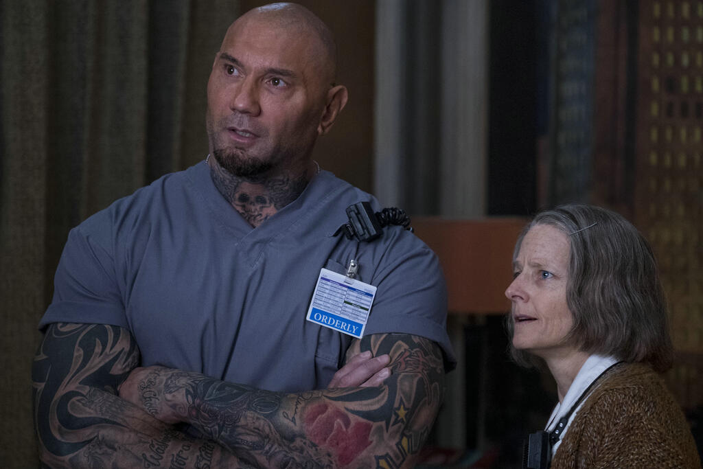 Everest (Dave Bautista) and the Nurse (Jodie Foster) talking.