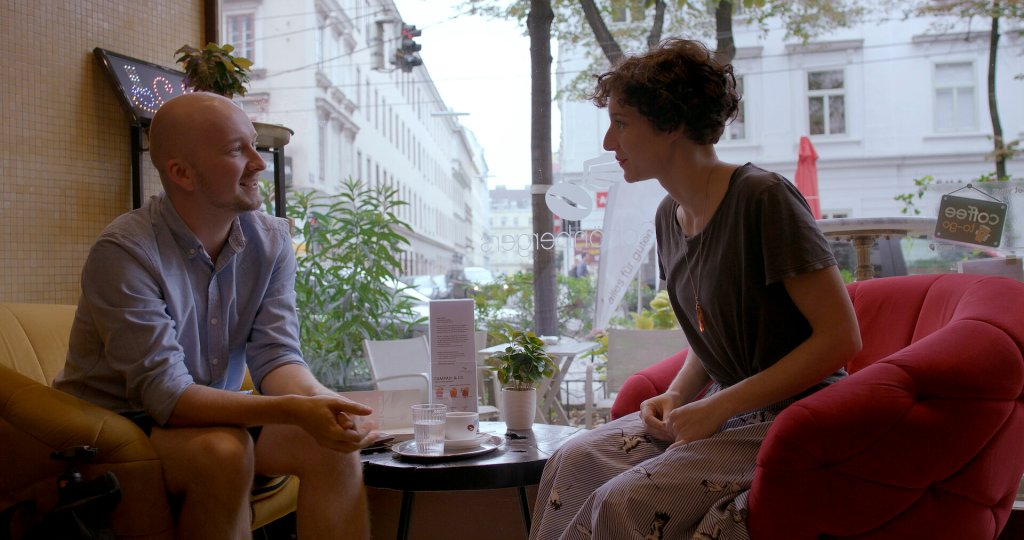 Matilda (Clara Diemling) meets Mikka (Sebastian Klemm-Lorenz).