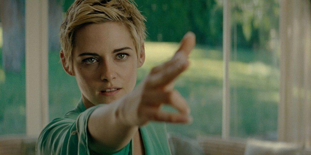 Jean Seberg (Kristen Stewart) aiming her fingers as if they were a gun.