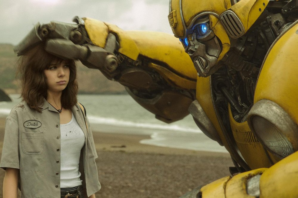 Bumblebee in humanoid form patting Charlie's (Hailee Steinfeld) head.