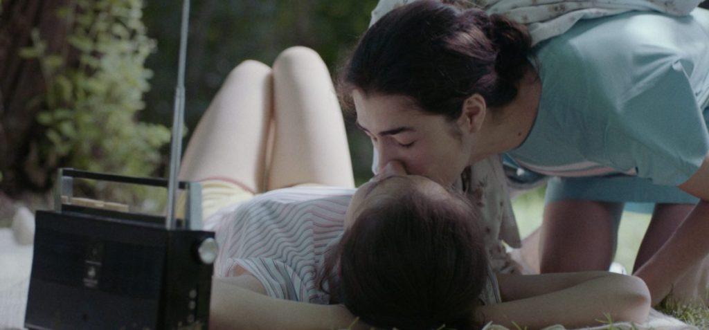Teenaged Nana (Mariam Iremashvili) kissing Irina (Nina Mazodier).