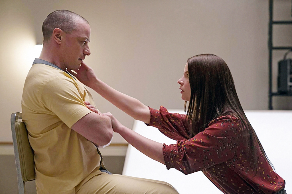 Casey (Anya Taylor-Joy) trying to comfort Kevin (James McAvoy).