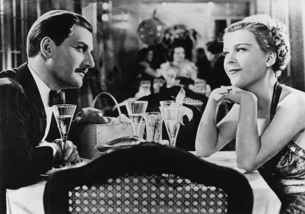 Philip (Anton Walbrook) and Viola (Renate Müller) at dinner on the cruise ship.