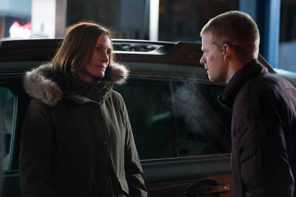 Holly (Julia Roberts) talking to her son Ben (Lucas Hedges) outside in the cold.