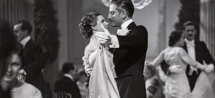 Heideneck (Anton Walbrook) dancing with Leopoldine (Paula Wessely).