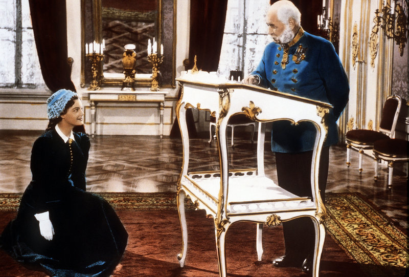 Stanzi (Romy Schneider) at an audience with Kaiser Franz Joseph (Paul Hörbiger).