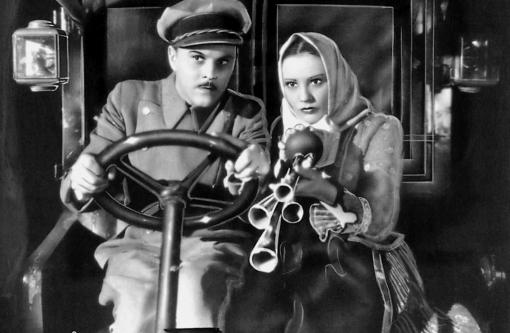 Hans (Hans Holt) drving Katharina (Franciska Gaal) in a car.