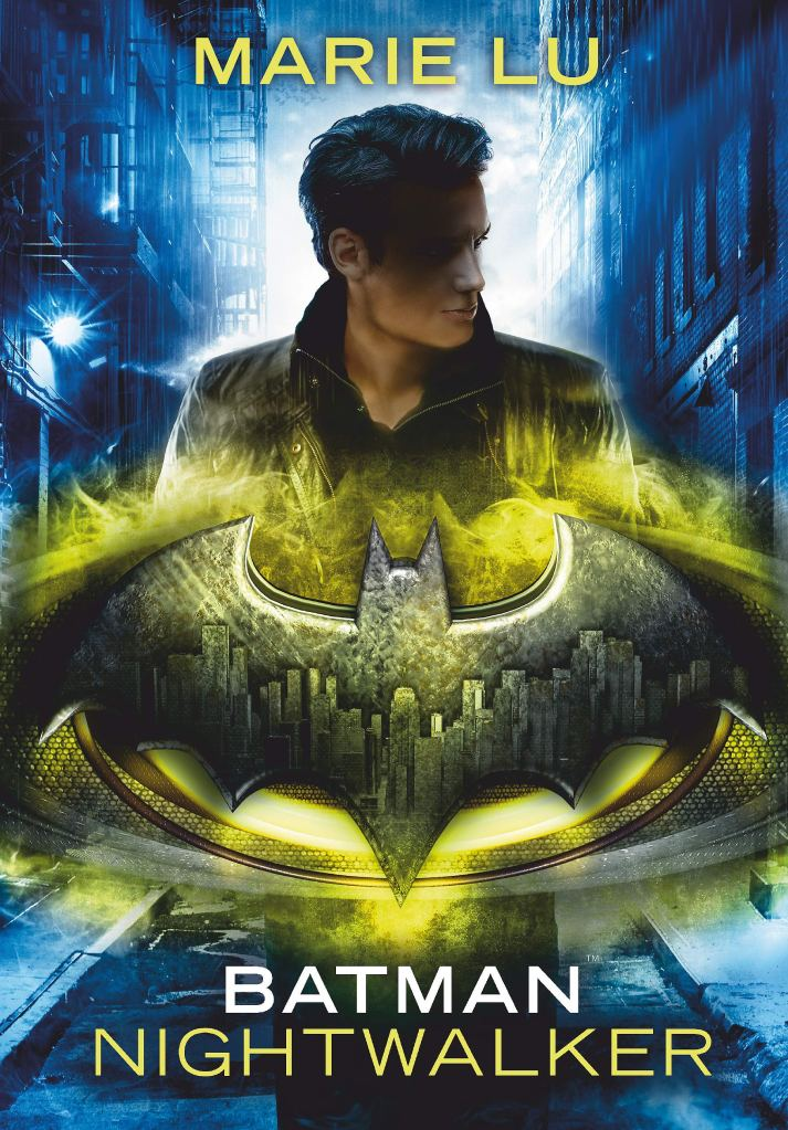 The book cover showing a young man with dark hair in a narrow street, in front of him the Batman symbol.