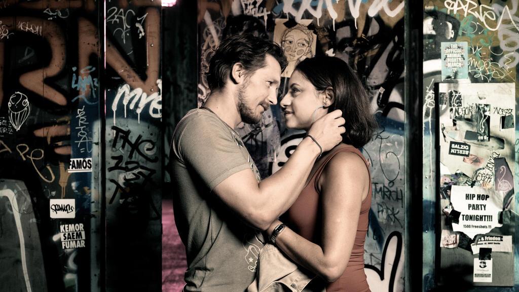 Aynur (Almila Bagriacik) and Tim (Jacob Matschenz) almost kissing.