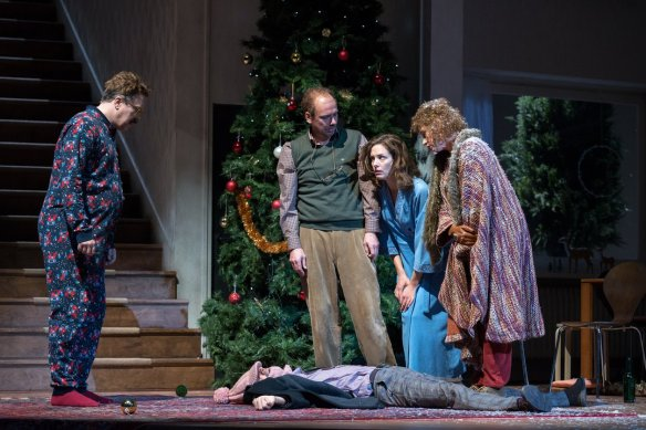 Neville (Nicholas Ofczarek), Belinda (Katharina Lorenz) and two of their guests standing around a third who lies on the floor as if dead.