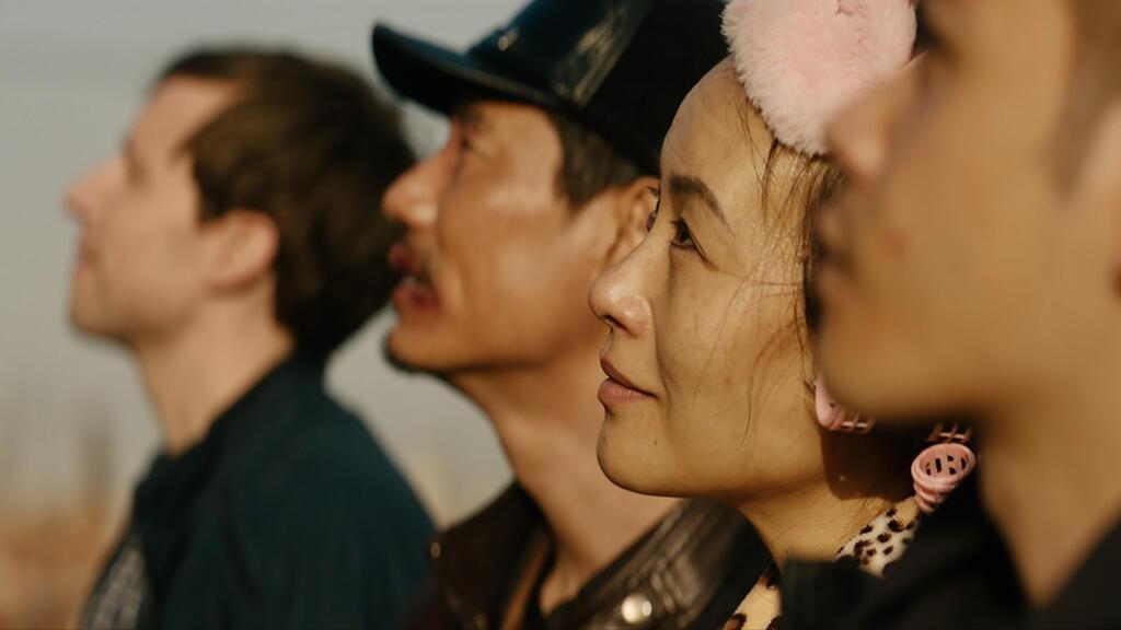 Sean Landry (David Rysdahl), Old Wang (Haoyu Yang), Candy Wang (Vivian Wu) and Wang Zhen (Mason Lee) all looking up at something.