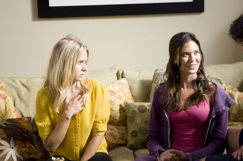 Marni (Kristen Bell) and Joanna (Odette Annable) sitting on the sofa.