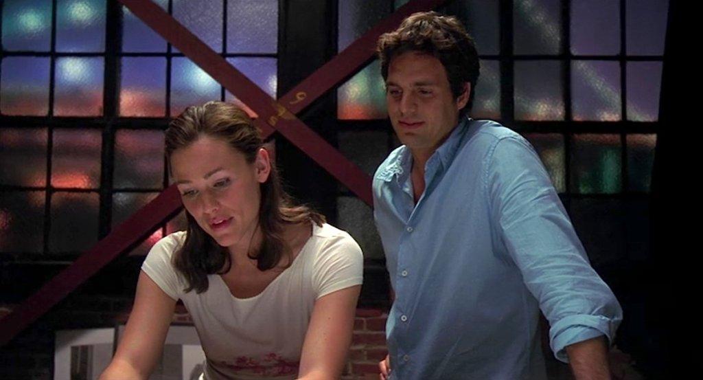 Jenna (Jennifer Garner) and Matt (Mark Ruffalo) looking at something together.
