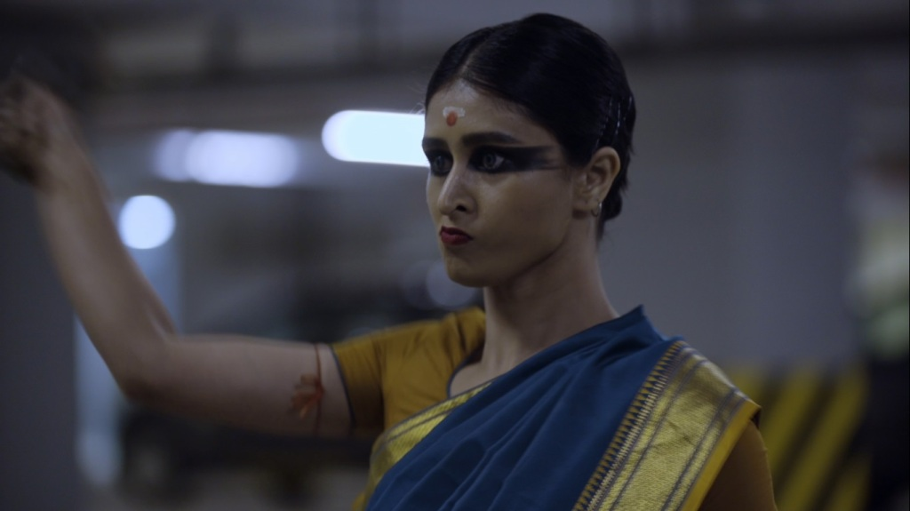 Kaali (Chitrangada Chakraborty) in heavy make-up and a sari, ready to get her revenge.