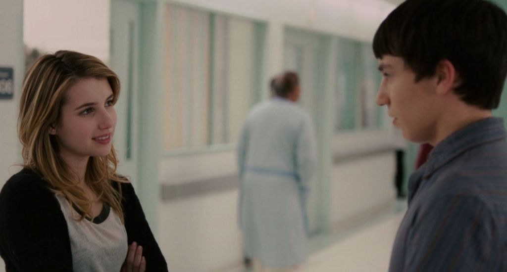 Craig (Keir Gilchrist) and Noelle (Emma Roberts) talking to each other.