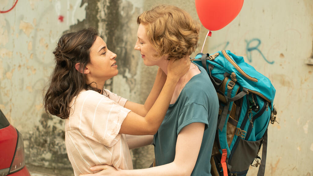 Shira (Maron Rosenblatt) leaning in to kiss Maria (Luise Wolfram).