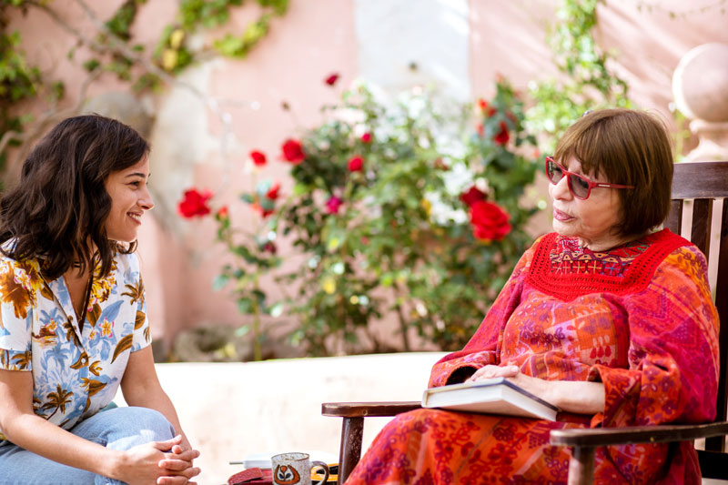Shira (Moran Rosenblatt) talking to her grandmother Berta (Rivka Michaeli).