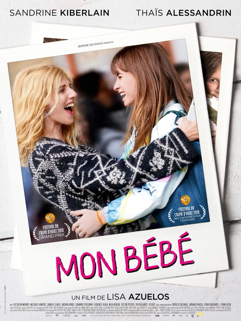 The film poster showing Héloïse (Sandrine Kiberlain) hugging her daughter Jade (Thaïs Alessandrin), both with big smiles on their faces.
